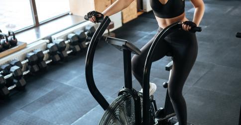 Czy rower stacjonarny pomaga w odchudzaniu