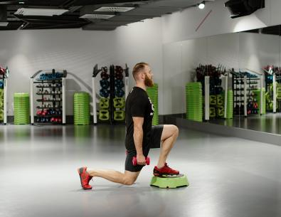 Reverse drop lunges with dumbbell